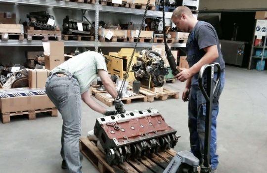 Bild Drees Motorentechnik - Verladung eines Teilmotors